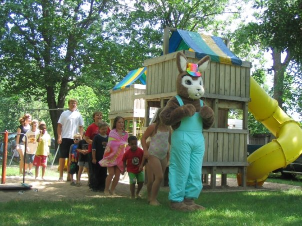 Riverside-Rabbit-dancing-the-bunny-hop-with-resort-guests